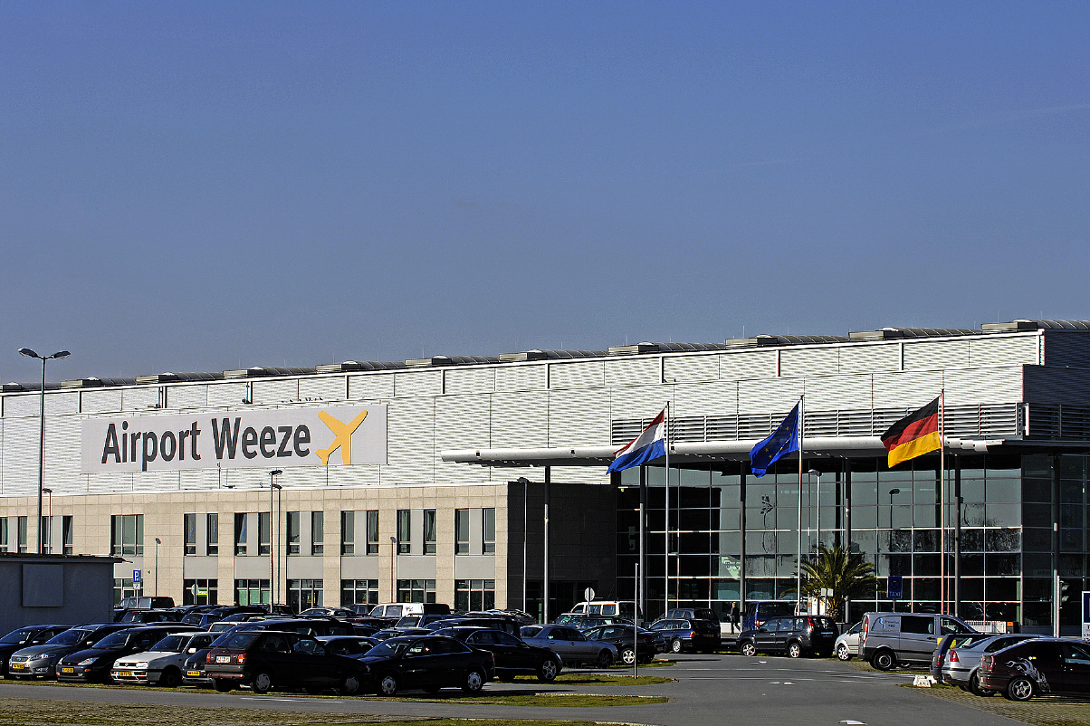 how to get to weeze airport